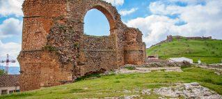 Acueducto y castillo de Alcaraz